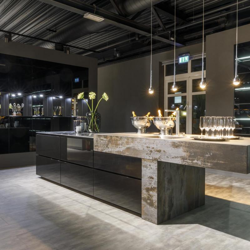 Küche in black, warendorf - die küche ein Partner von hp. mülller ag schreinerei, küche bad wohnen, massgeschreinerte küche, Ihr Küchenbauer in St.Gallen