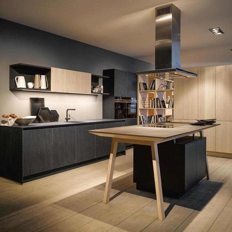 Küche in schwarz kombiniert mit Holz, Next125 Partner von hp. mülller ag schreinerei, küche bad wohnen, massgeschreinerte küche, Ihr Küchenbauer in St.Gallen