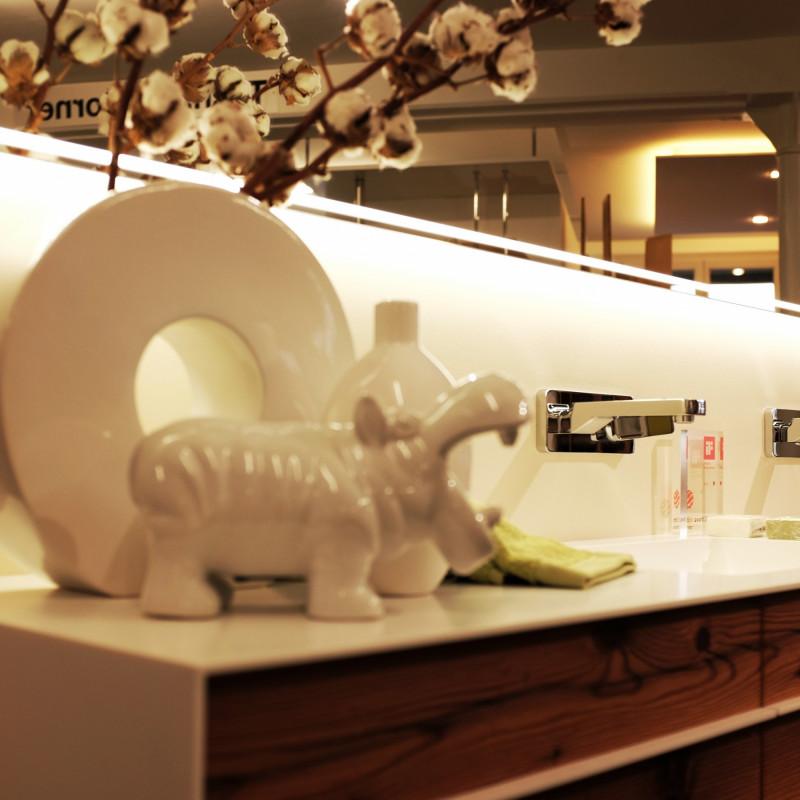 talsee badmöbel mi beleuchtetem Spiegel - Emotionsbild bad- Ausstellung hp. müller ag schreinerei - küche bad wohnen - massgeschreinert - Ihr Bad-Planer in  St. Gallen